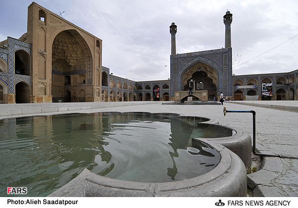 حیاط مسجد جمعه یا مسجد جامع اصفهان