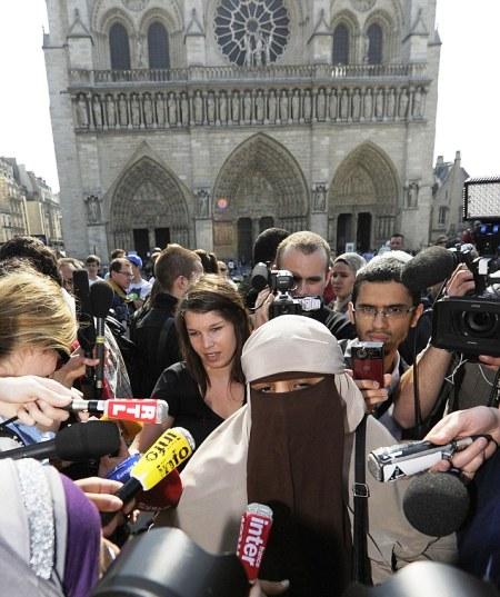 بازداشت بانوی مسلمان فرانسوی به جرم داشتن حجاب ! + تصویر 8000_954