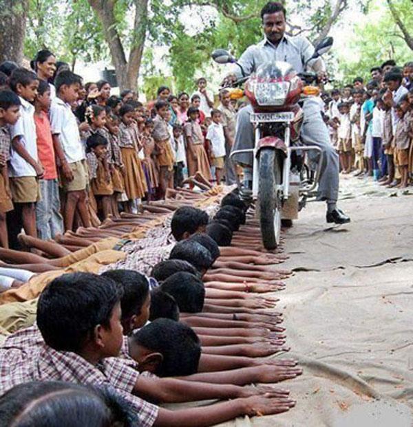 مجازات درس نخواندن در هند ؟؟