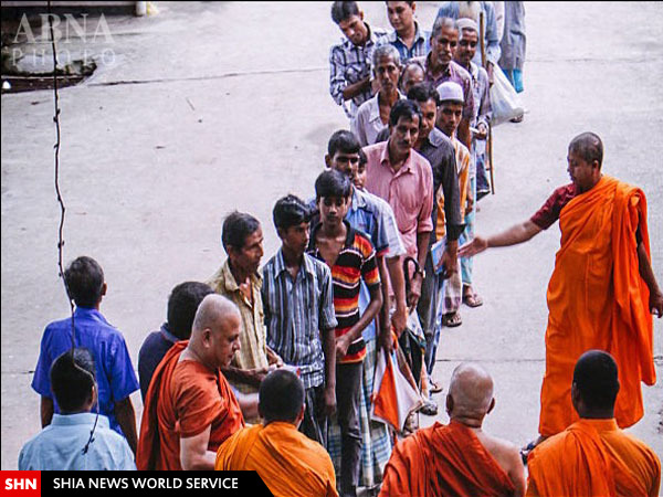 صومعه بودایی مسلمانان فقیر را افطار میدهد + تصاویر