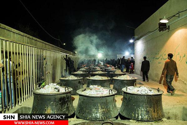 طبخ بزرگترین نذری جهان اسلام در حسینیه ایران